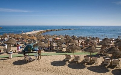 La playa en Marbella, Costa del Sol, España