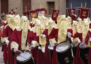 Procesión en la Catedral de Huesca, durante la Semana Santa